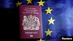 """Yeni Britaniya pasportalrında """"European Union"""" yazılmayacaq"""