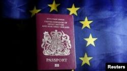 Britanski pasoš i zastava Evropske unije, ilustrativna fotografija
