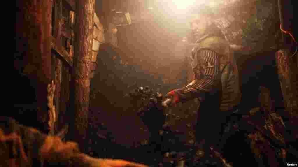 Ilegalni rudnik uglja u selu Stranjani, u blizini Zenice. Na ovom području postoji oko 20-tak takvih rudnika, 11. decembar 2012.