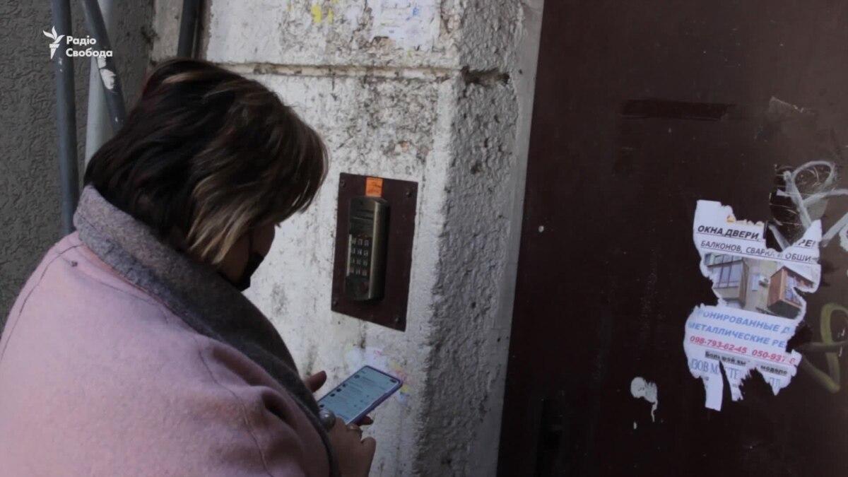 Волонтеры носят одесским пенсионерам продукты и лекарства – видео