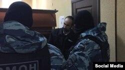 В суде, где рассматривается дело активиста крымского татарина Марлена Мустафаева. Симферополь, 21 февраля 2017 года.