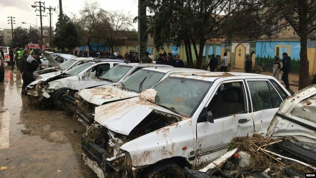 سیل شدید در دروازه قرآن شیراز؛ آمار کشتهها به ۱۷ نفر افزایش یافت