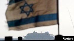 Ізраїльський прапор на кораблі, що ескортує судно Mavi Marmara після рейду на ньому до порту Ашдод, 31 травня 2010 року