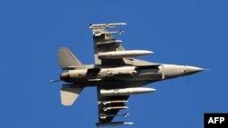 المقاتلة الاميركية إف 16