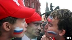 Активисты «Молодой гвардии» проявляют гражданскую ответственность и активность во время предвыборной кампании 2007 года
