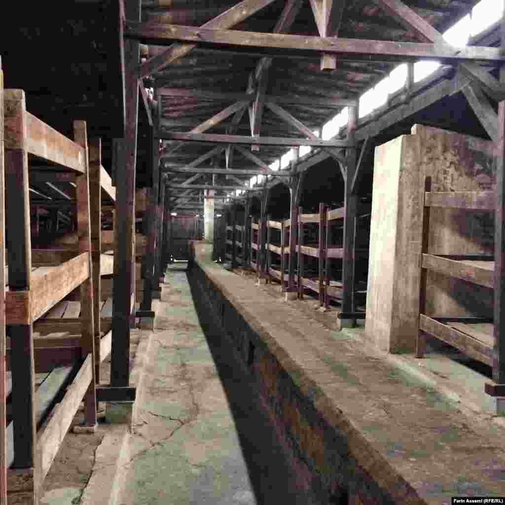 Освенцим концлагерінде нацистер тұтқындарды осындай барактарда ұстаған.
