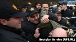 После парламентских выборов в Грузии уже задержаны 25 представителей бывших властей