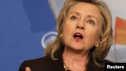 Ҳиллари Клинтон АҚШ барча халқлар ҳуқуқларини ҳимоя қилиши ҳақида мужда йўллаганини билдирди.