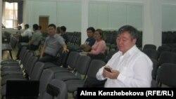 Transparency Kazakhstan ұйымдастырған жиынға келген ата-аналар. Алматы, 17 тамыз 2016 жыл.