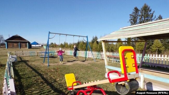 """Детская площадка на месте бывшего сельсовета – """"эпицентра зла"""""""