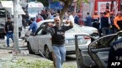 Архивска фотографија: Полиција на местото на бомбашки напад во Истанбул на 6 октомври годинава
