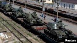 Російська техніка біля українського кордону, Каменськ-Шахтинський, Ростовська область, 24 серпня 2014 року
