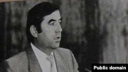 Эмомалӣ Раҳмон дар Иҷлосияи 16-уми Шӯрои Олӣ. Соли 1992