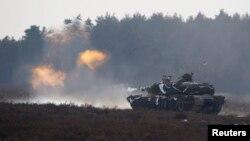 """Американский танк """"Абрамс"""" на учениях в Польше. Архивное фото."""