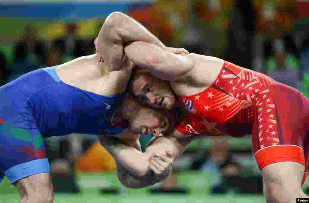 Kyle Snyder (in red) of the United States beat Azerbaijan's Khetag Goziumov in the men's 97-kilogram freestyle wrestling final. Uzbekistan's Magomed Ibragimov won the bronze medal.