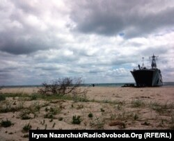 Середній десантний корабель «Юрій Олефіренко» ВМС України на Тендрівській косі під час «Сі Бриз-2017», 14 липня 2017