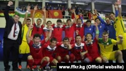 Кыргызстандын футзал боюнча улуттук курама командасы Сауд Арабиясынын командасын жеңип алгандан кийин. 14-февраль, 2016-ж. Ташкент шаары.