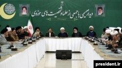 حسن روحانی میگوید «شرایط امروز به هیچ عنوان شرایط مذاکره نیست و امروز شرایط ما شرایط مقاومت و ایستادگی است».