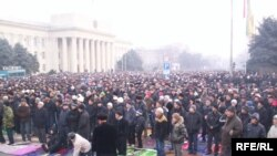 На Старой площади Бишкека прочитан праздничный намаз