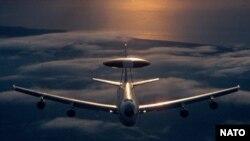 Американський літак раннього попередження й контролю АWACS