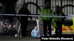 Полицейская операция на вокзале Ватерлоо после обнаружения самодельной бомбы, Лондон, 5 марта 2019 года