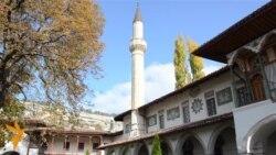У Ханському палаці новий лідер кримських татар присягнув на Корані