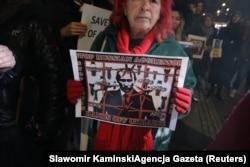 Акция протеста у посольства России в Варшаве после инцидента с украинскими кораблями в Керченском проливе, ноябрь 2018 года