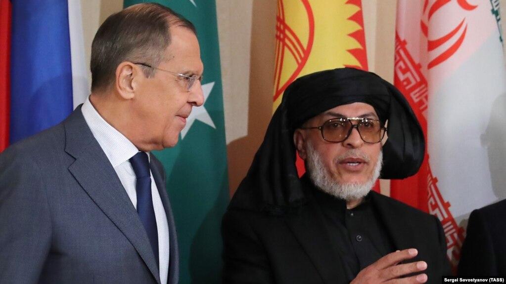 Глава МИД Сергей Лавров и глава делегации талибов в Москве Мохаммад Аббас Станакзай