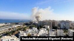 Триполи после авиаудара ополченцев. Архивное фото