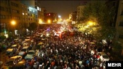 Сторонники Хасана Роухани празднуют в Тегеране его победу на президентских выборах
