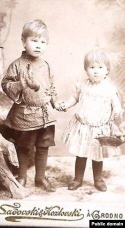 Максім Багдановіч са старэйшым братам Вадзімам, 1893