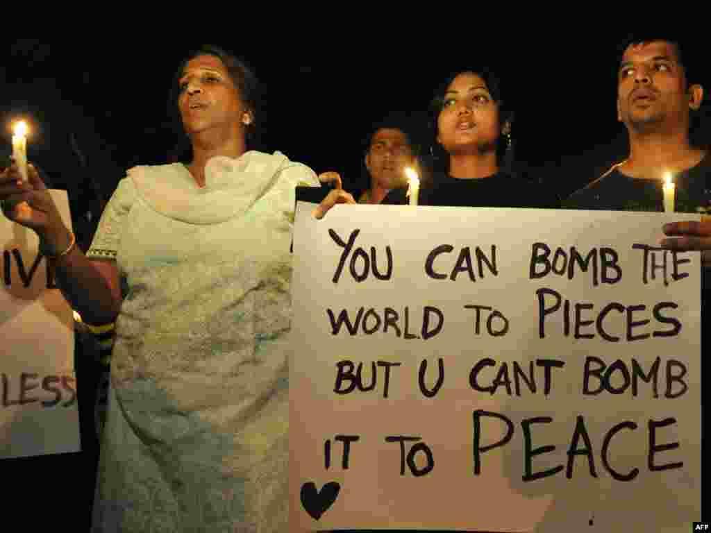 Індыя, Мумбай: людзі пратэстуюць супраць тэракту ў кавярні German Bakery