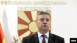 The Macedonian Parliament rejected a move to impeach President Gjorge Ivanov for pardoning officials involved in a wire-tapping scandal.