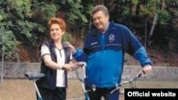 Віктор Янукович з дружиною Людмилою (фото з сайту yanukovych.com.ua)