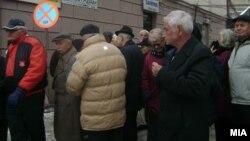 Архивска фотографија: Протест на пензионери во Велес за носење на буџетот за 2013 година.