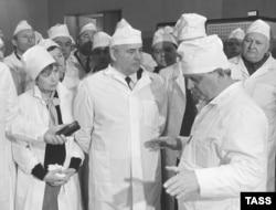 Михайло Горбачов під час візиту до Чорнобильської АЕС. 1989 рік