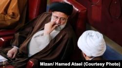 انتخاب آقای رئیسی به نایب رئیسی مجلس خبرگان، تنها یک روز بعد از معارفه او به عنوان رئیس قوه قضائیه صورت گرفت.