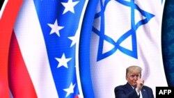 دونالد ترامپ پس از سخنرانی در اجلاس «شورای ملی اسرائیل-آمریکا»، ۲۰۱۹