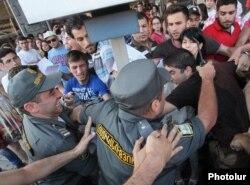Nəqliyyatda gedişhaqqının artımına qarşı etiraz aksiyası, Yerevan, 22 iyul 2013
