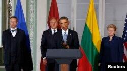 Барак Обама өч Балтыйк республикасы җитәкчесе белән уртак матбугат очрашуында чыгыш ясый