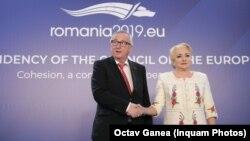 Premierul român Viorica Dăncilă împreună cu președintele Comisiei Europene, Jean-Claude Juncker