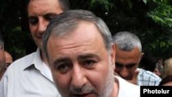 Հայաստան -- Արարատ Զուրաբյանը ընդդիմության նստացույցի ժամանակ, 18-ը հունիսի, 2010թ.