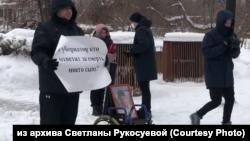 Никита Рукосуев на пикете против затягивания расследования смерти своего сына, Красноярск, 4 февраля 2021г.