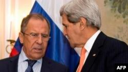 John Kerry və Sergei Lavrov. Münhen, fevral, 2015