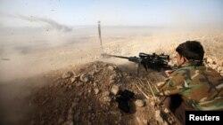 """Боец курдской """"пешмерга"""" на подступах к Мосулу"""
