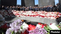 Armenia - President Serzh Sarkisian and other top state officials mark the 98th anniversary of the Armenian genocide in Ottoman Turkey at the Tsitsernakabert memorial in Yerevan, 24Apr2013.