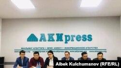«Мекен Ынтымагы», «Реформа», «Замандаш», «Бүтүн Кыргызстан», «Социал-демократтар» жана башка партиялардын өкүлдөрүнүн басма сөз жыйыны. 28-октябрь, 2020-жыл.