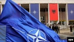 Tiranë - Shqiptarët festojnë pas marrjes së ftesës për anëtarësim në NATO