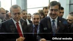 საქართველოს პრეზიდენტმა მიხეილ სააკაშვილმა და თურქეთის პრემიერ-მინისტრმა რეჯეპ ტაიპ ერდიანმა სარფის განახლებული საბაჟო-გამშვები პუნქტი საზეიმო ვითარებაში გახსნეს