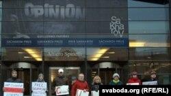 Demonstranți beloruși în fața Parlamentului European